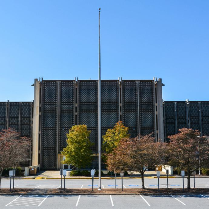 Un lieu clé de la série, souvent photographié par les fans. C'est le campus de l'université d'Emory à Atlanta qui a accueilli le tournage de la série.