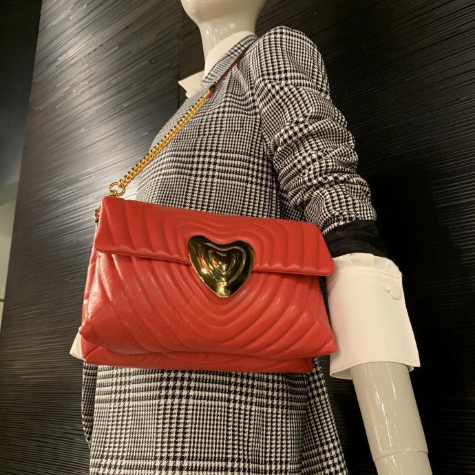 Le sac matelass&eacute;, l&rsquo;iconique Heart Bag, chez <strong>Escada</strong>, <em>699&euro;</em>