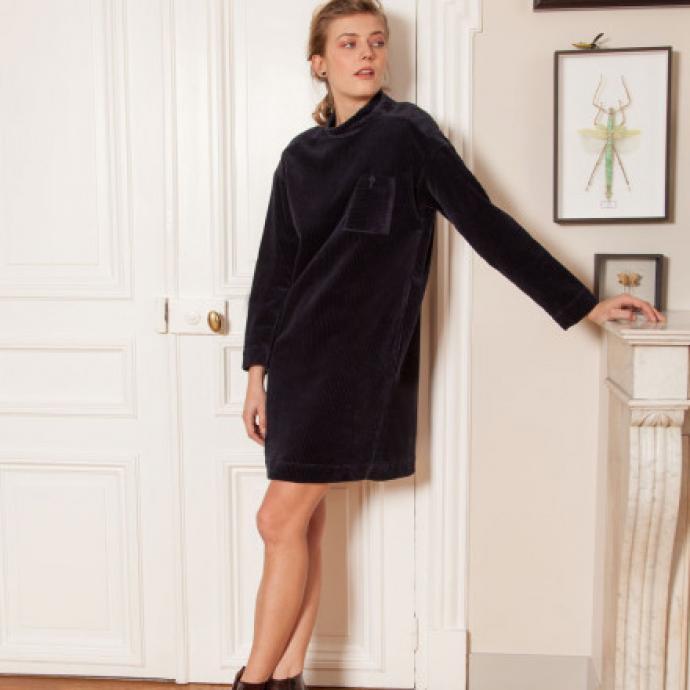 "Robe en velours bleue marine, Bensimon, 175 &euro;, <a href=""https://www.bensimon.com/fr_fr/robe-alen-99405.html"" target=""_blank"">&agrave; shopper ici</a>.&nbsp;"