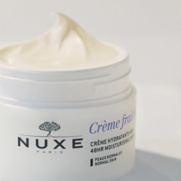 Cette crème hydratante aux Laits végétaux et extrait d'Algue, offre 48h d'hydratation, apaise et protège de la pollution. La peau est fraîche, douce et rebondie tout au long de la journée.