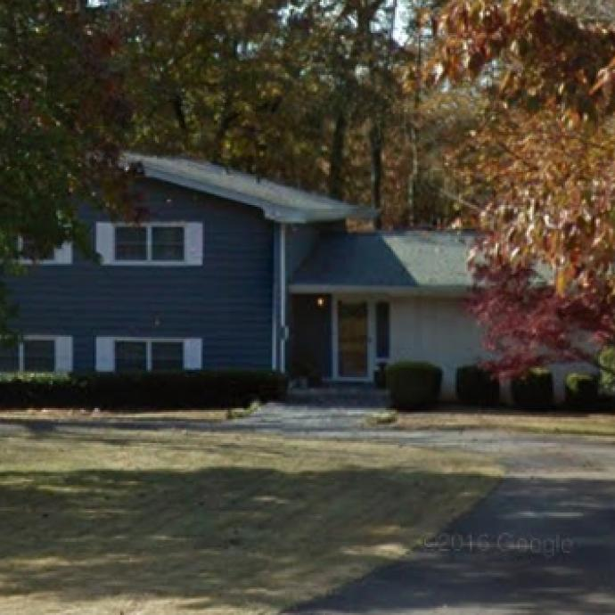 C'est dans ce même quartier que se trouve la maison de Lucas et les siens. Là aussi, seul l'extérieur a été filmé. Les scènes intérieures ont été tournées en studio.