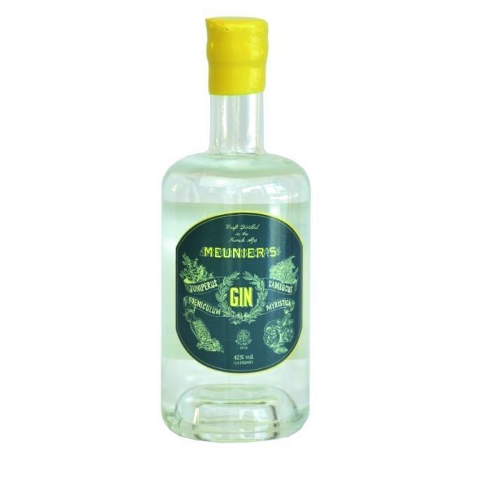 Coincée entre les grands sommets d'Isère, la maison Meunier produit un gin distillé à base d'alcool neutre de betterave et d'un assemblage de douze plantes montagnardes. Des notes herbacées, qui confèrent à ce gin un profil unique et très intéressant.