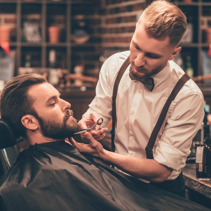 La célèbre marque allemande propose des traitements, produits et articles premium pour le grooming et le rasage depuis 1896. C'est aussi l'occasion de s'abandonner aux mains expertes du Maître barbier pour un rasage et une taille parfaite. 12 avenue Louise – 1050 Bruxelles – Tél. 02.513.84.94