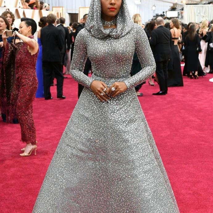 Janelle Monae portait une robe scintillante Ralph Lauren.