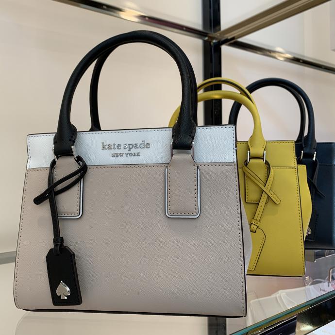 Le micro-sac, d&eacute;clin&eacute; en divers coloris, on les veut tous, chez <strong>Kate Spade</strong>, <em>119&euro;</em>