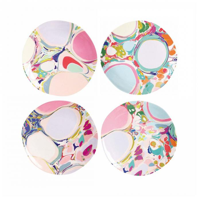 Lot de 4 assiettes colorées, &Klevering, 30,99€.