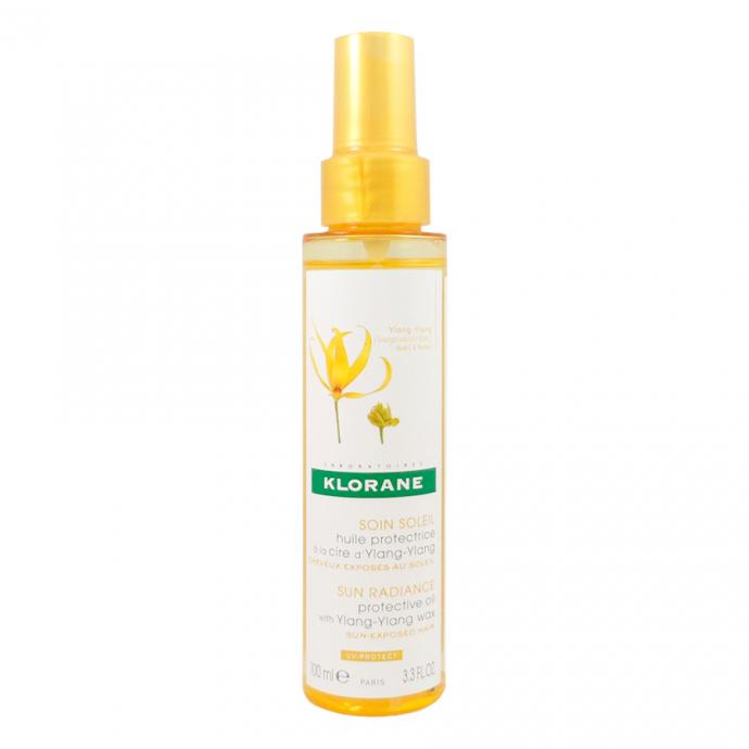 "<em>Klorane Soin Soleil Huile Protectrice &agrave; la Cire d&#39;Ylang-Ylang 100 ml, 15,80&euro;, disponible <a href=""https://www.farmaline.be/pharmacie/commander/klorane-soin-soleil-huile-protectrice-a-la-cire-dylang-ylang/?expa=gs&amp;ev_chn=shop&amp;gclid=CjwKCAjw2a32BRBXEiwAUcugiNgOM9CVVpjKZg2f47FzY98LVKOLQ3jH4xme39Vuw5cEg8aw_KLe7RoCfRYQAvD_BwE"" target=""_blank"">ici</a>.</em>"