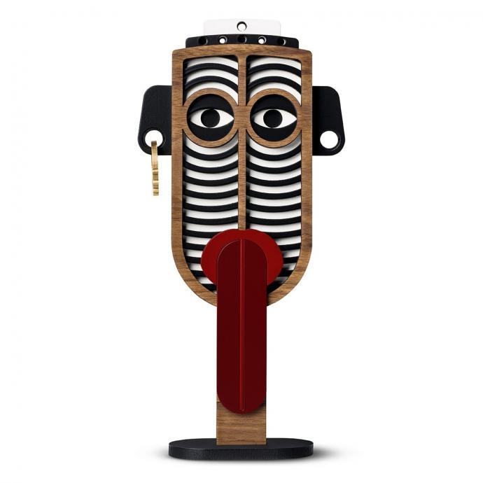 "Masque Chili Doll UMASQU, 242&euro;.&nbsp;<em>Disponible <a href=""https://www.fleux.com/masque-chili-doll-l-ix-umasqu.html"" target=""_blank"">ici</a>.</em>"