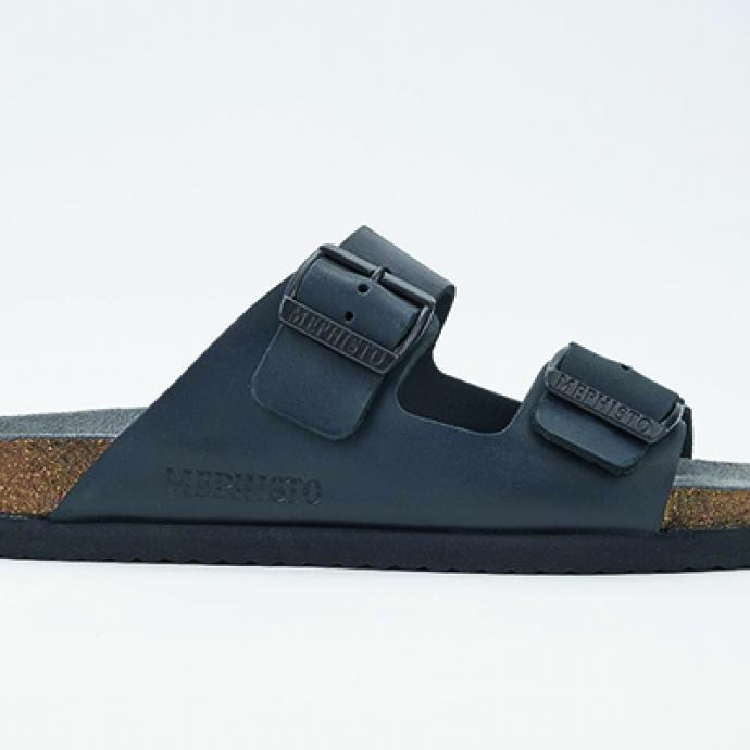 Sandale sabot Nerio en cuir noir, Mephisto, 95€.