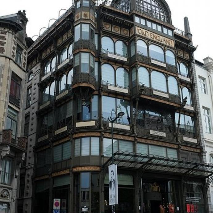 Situé au cœur du Mont des arts, ce bâtiment constitue l'un des meilleurs exemples de l'Art nouveau à Bruxelles. Par ailleurs, ce musée possède la plus grande collection non spécialisée d'instruments au monde et il suffit de monter au dernier étage de l'immeuble, sur la terrasse, pour découvrir une vue surplombant Bruxelles.