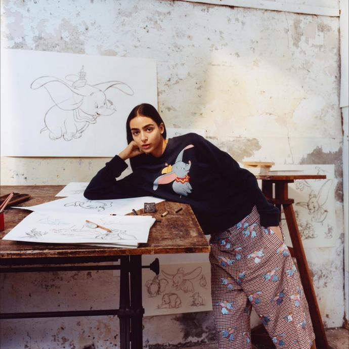 Mannequin maroco-britannique, 19 ans, a enchaine les couvertures de Vogue Arabia, Italie, British... Elle a defile pour Chanel et semble attiser la curiosite de plusieurs maisons de Haute Couture.