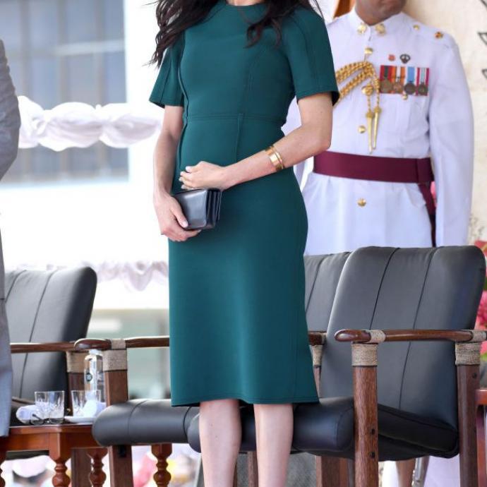 En octobre, soit au tout début de sa grossesse, Meghan Markle affichait cette robe élégante et chic du créateur canadien Jason Wu.