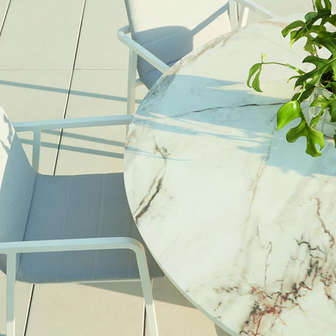 Table ronde Cesano avec plateau en céramique, effet marbre, Overstock Garden, 1409€