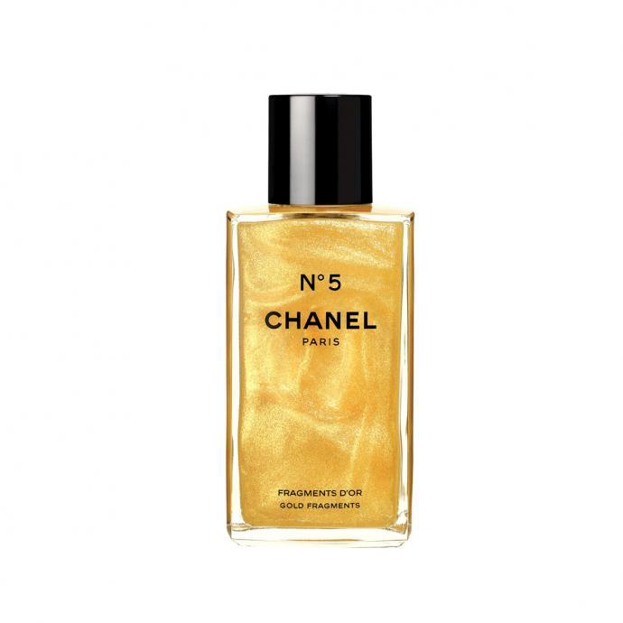 La légende de la parfumerie (et le parfum le plus vendu au monde) a été déclinée pour les fêtes en version fragmentée d'or pour illuminer la peau et parfumer tout en somptuosité.