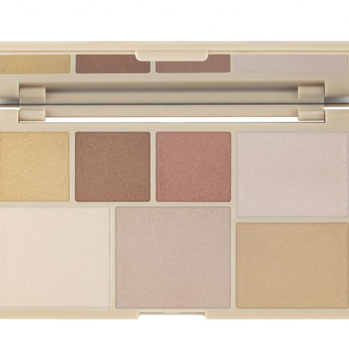 """Une palette d&rsquo;enlumineurs compos&eacute;e de 7 fards (5 fards poudre et 2 fards cr&egrave;me) nudes ou color&eacute;s, qui s&rsquo;appliquent au doigt ou au pinceau, pour parfaire votre maquillage et illuminer votre teint. 14,90 &euro;&nbsp;&nbsp;<a href=""""https://www.planetparfum.com/fr/product/palette-highlight/20045946.html?utm_source=rossel&amp;utm_medium=referral&amp;utm_campaign=20201001_product_page&amp;utm_content=fr"""" target=""""_blank""""><strong>Palette Highlight</strong></a>"""
