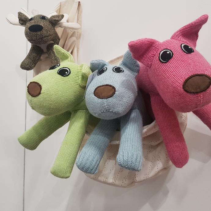 Marre des chaussettes solitaires ? Pourquoi ne pas les recycler en doudous ? C'est l'idée développée par Red Rufus. Le résultat ? Des animaux tout doux qui font craquer petits… et grands !