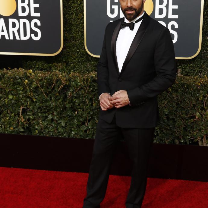 Ricky Martin aussi a fait son effet sur le tapis rouge des Golden Globes. En effet, l'acteur de 47 ans est apparu en smoking noir Berluti pour un look sobre mais élégant.