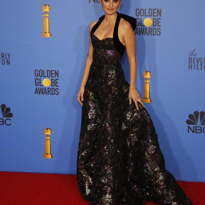 Penelope Cruz était certaine d'avoir tous les yeux rivés sur elle grâce à sa longue robe noire Ralph and Russo. L'actrice de 44 ans est apparue avec une robe brillante ultra-glamour qui mettait en valeur sa belle silhouette.