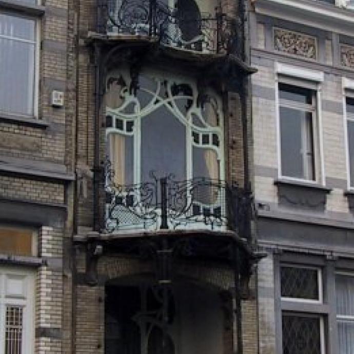 Construite entre 1901 et 1903, cette maison de style Art nouveau fut construite pour le peintre George Saint-Cyr.