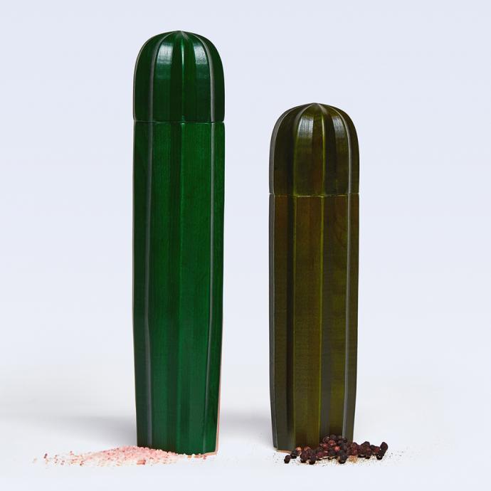 Salière et poivrier en bois, Cacti, 46€.
