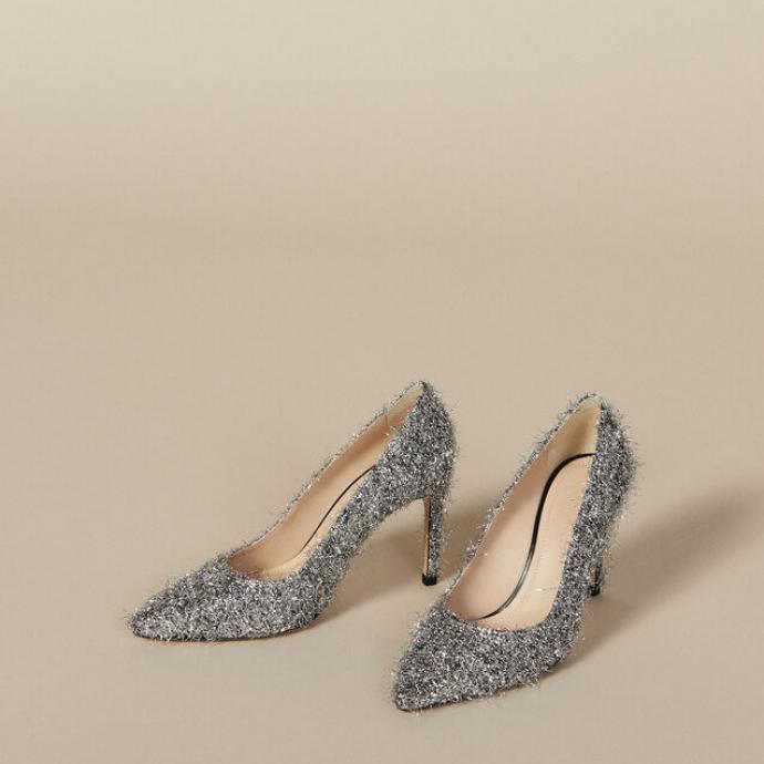 "Disponible <a href=""http://fr.sandro-paris.com/fr/femme-black-friday-les-chaussures/escarpins-a-decollete-v/SFACH00219.html?dwvar_SFACH00219_color=201#start=1"" target=""_blank"">ici</a>"