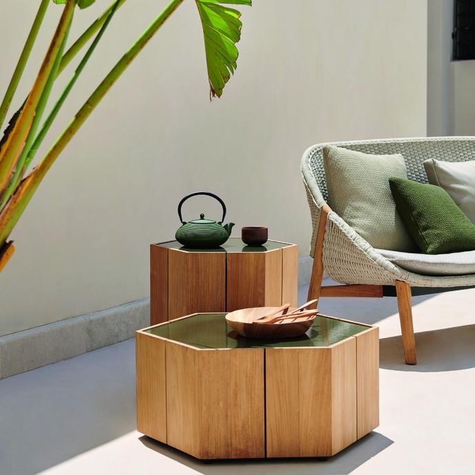 Table d'extérieur Hexagon en bois et pierre de lave, Tribu, 998€.