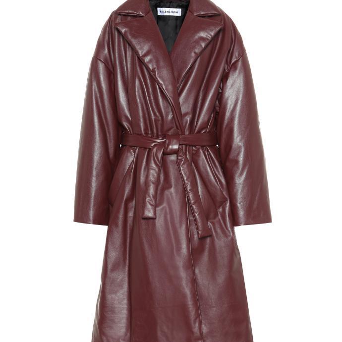"""""""Toujours dans cette tendance cuir, mais avec des epaules oversize, une autre tendance pour cet hiver. Et il faut dire que la couleur est divine."""""""