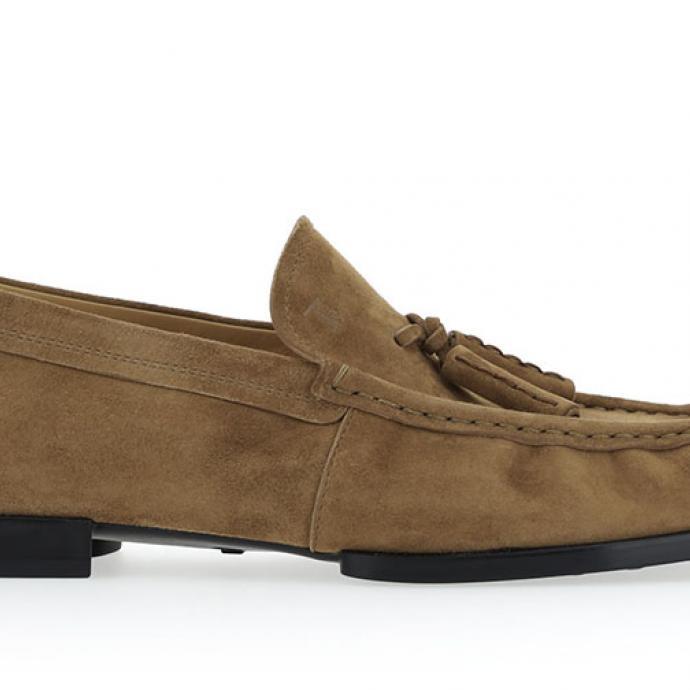 Mocassin en cuir velours marron pour hommes Tod's, 490 € sur tods.com