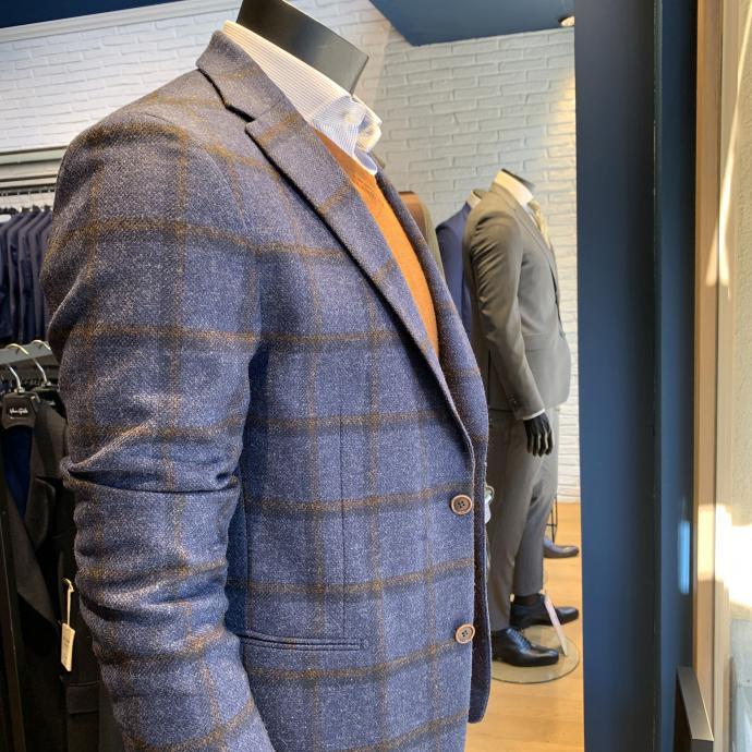 Le blazer en laine &agrave; larges carreaux, tellement tendance, chez <strong>Van Gils</strong>, <em>199&euro;</em>