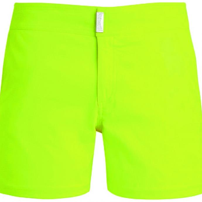 <strong>Un maillot n&eacute;on </strong>: Maillot-short jaune fluo, Vilebrequin, 195&euro;