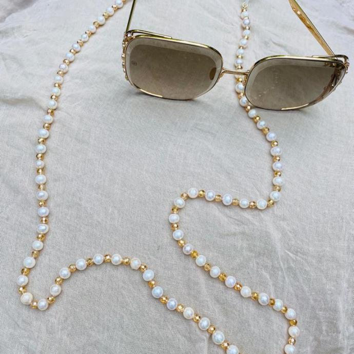 """Chaine de lunettes ByB, <em><a href=""""http://www.barbaralouys.com """">www.barbaralouys.com </a></em>"""