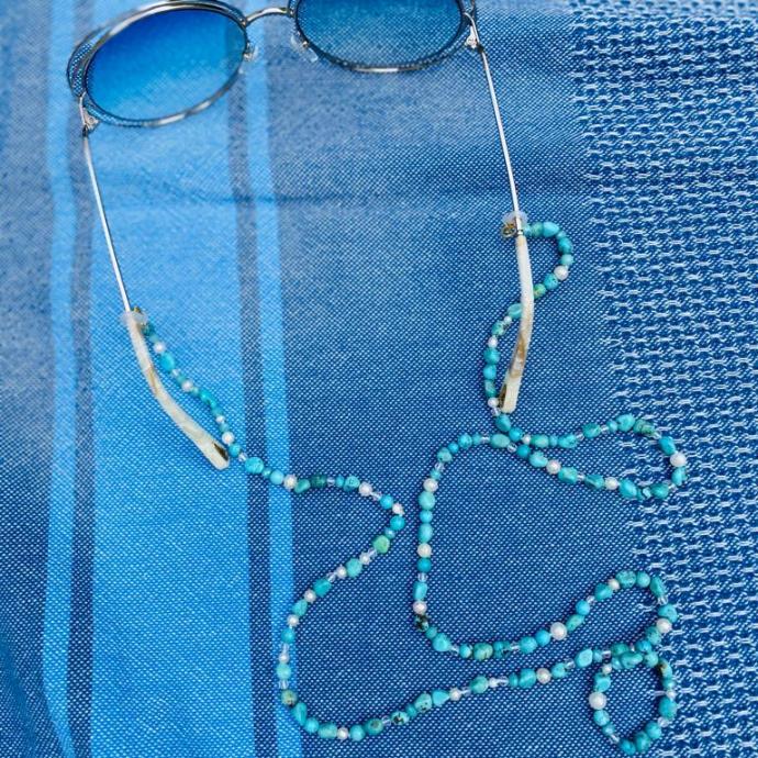"Chaine en perles et turquoises, <em><a href=""http://www.barbaralouys.com"">www.barbaralouys.com</a></em>"
