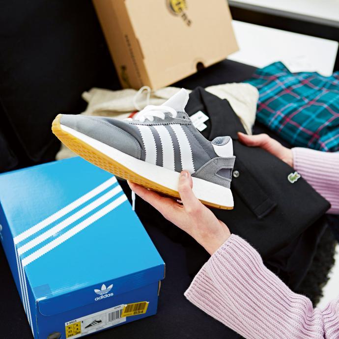 "<a href=""https://fr.zalando.be/adidas-originals-i-5923-baskets-basses-ad115o082-c11.html?wmc=col320__.78147583___..&amp;opc=2211"" target=""_blank"">Baskets</a>, Adidas, 129.95€."