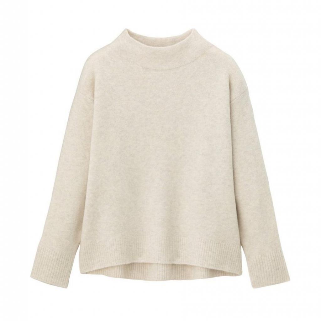 <em>Pull blanc cassé, Uniqlo, 29,90 €.</em>