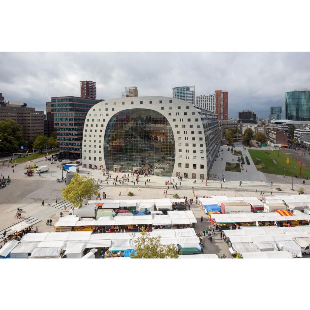 Le Markthal, vu de l'exterieur, dans son enveloppe de beton futuriste.