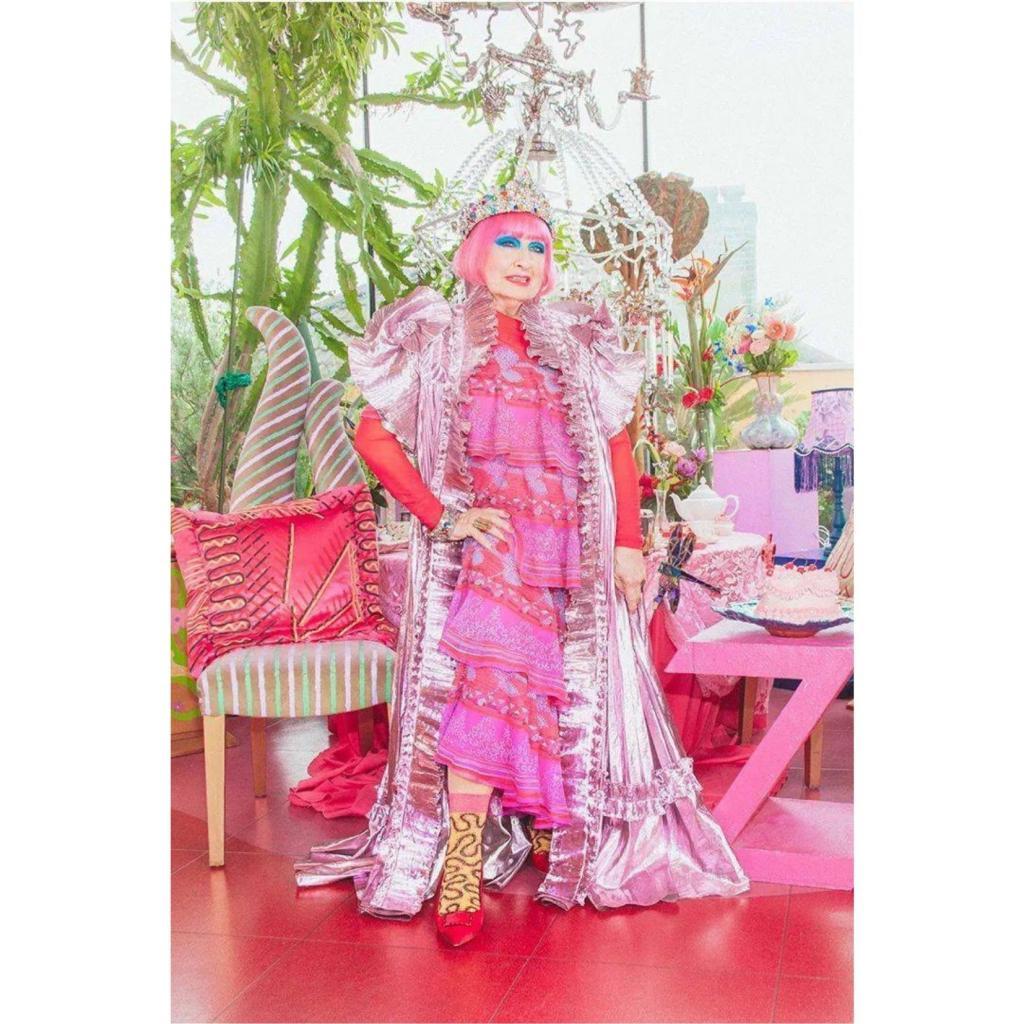 L'octogenaire Zandra Rhodes, fondatrice du musee de la mode et du textile de Londres, signe la collection Karismatisk pour Ikea.