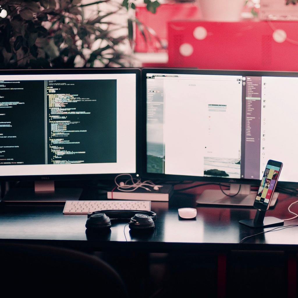 Tolérance au stress : 67 -Salaire annuel moyen : 126 140 $ -L'ingénieur informatique a plusieurs casquettes : il construit et entretient le réseau informatique, gère des parcs matériels, voire du développement informatique et du développement de logiciels.<sub><em>Crédit photo : Pixabay/Free-Photos</em></sub>