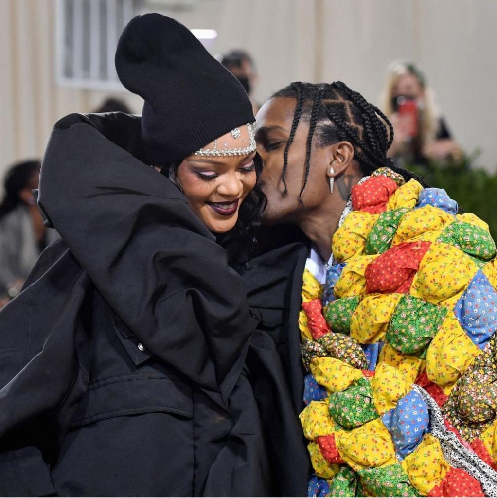 Rihanna et Asap Rocky sont également venus dans des tenues signées Balenciaga.