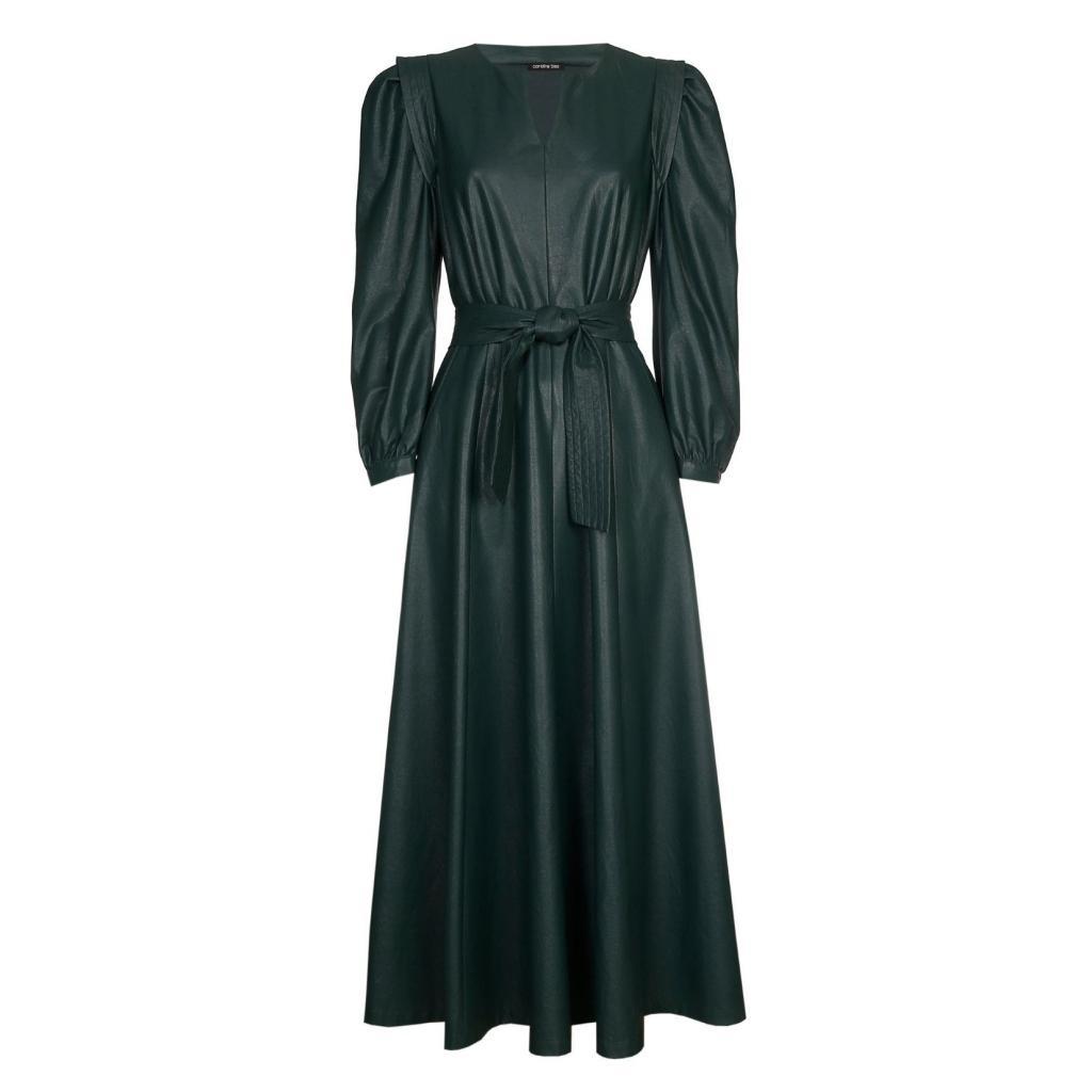 "Robe longue en similicuir vert fonce, Caroline Biss, 280€, <a href=""https://www.carolinebiss.com/fr/collection/robes?type=6&amp;size=&amp;color=&amp;paramsrch="" target=""_blank"">à shopper ici.</a>"