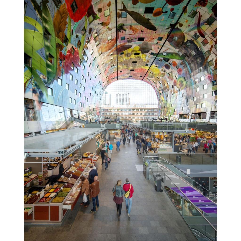 Le Markthal de l'intérieur qui est ungiga food market.