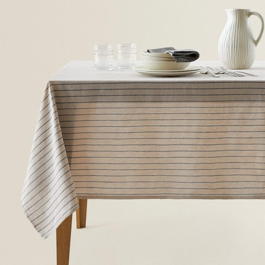 <em> A striped cotton tablecloth from Zara Residence; € 29.99; accessible <a href =