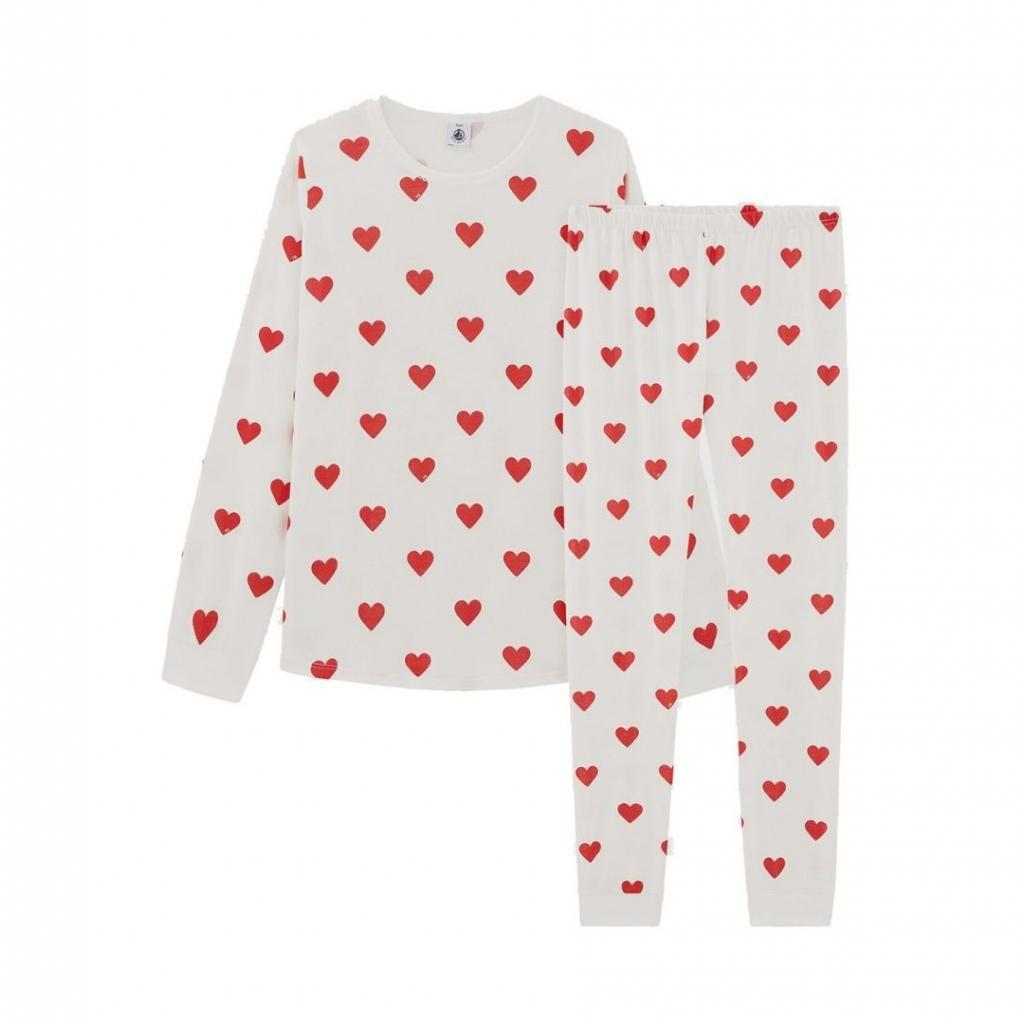 "Un pyjama cœur Petit Bateau, 45,90 euros, à shopper <a href=""http://www.petit-bateau.be"" target=""_blank"">ici</a>."