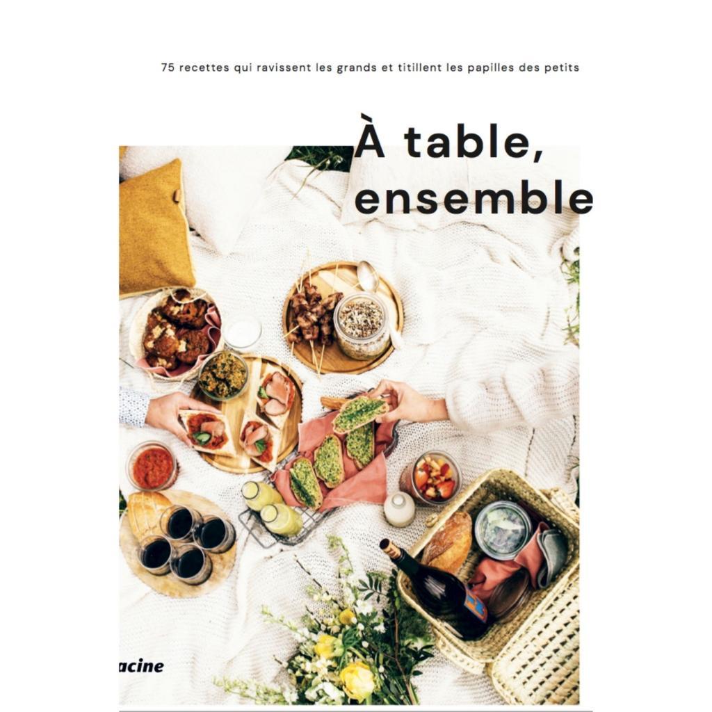 """A table, ensemble ! :Des recettes tirées du site Fouettmagic pour de grandes tablées familiales ou entre amis, 24,95 € chez <a href=""""https://www.filigranes.be/a-table-ensemble-"""" target=""""_blank"""">Filigranes</a>."""