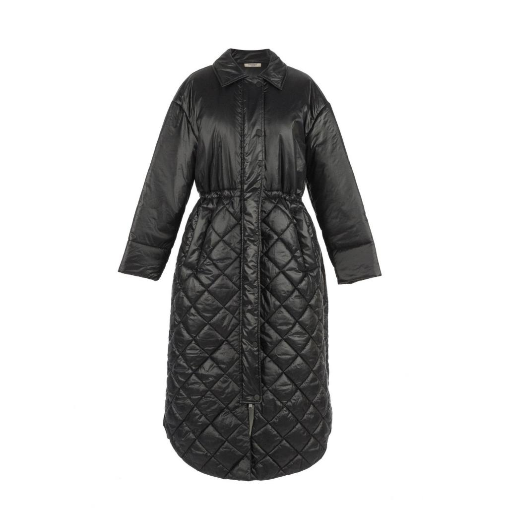 "Longue doudoune ceinturee matelassee noire, Twinset, 278 €, <a href=""https://www.twinset.com/en-be/clothing/outerwear/"" target=""_blank"">à shopper ici.</a>"