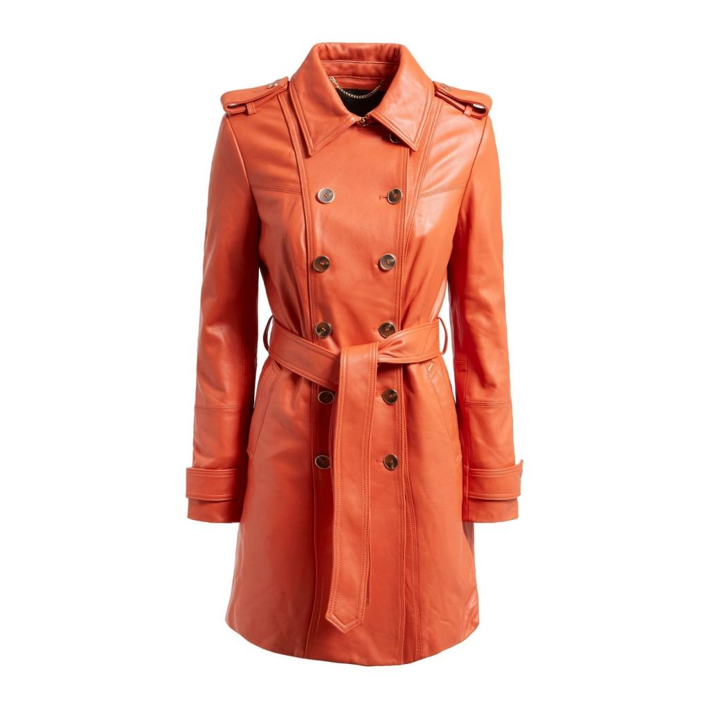 """Trench en cuir orange, Guess Jeans, 399,90 €, <a href=""""https://www.guess.eu/fr-be/guess/femme/vetements/vestes-et-manteaux/trench-en-cuir-veritable--brown/W1BL25L0PK0-G1EI.html"""" target=""""_blank"""">à shopper ici</a>."""