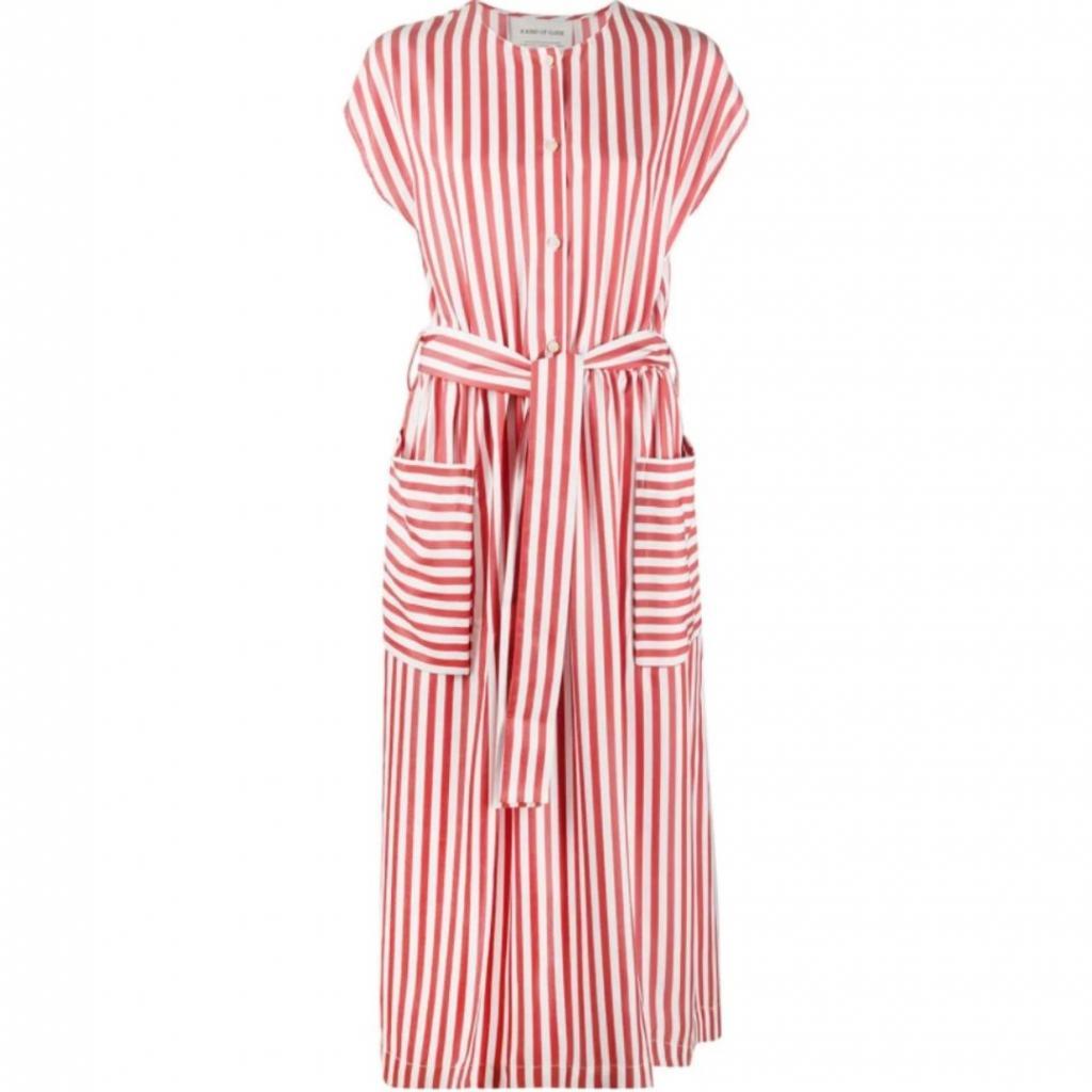 """Robe mi-longue en lyocell, A Kind of Guise, 285 €, soldée à 200 € <a href=""""https://www.farfetch.com/fr/shopping/women/a-kind-of-guise-robe-mi-longue-dalang-item-15476521.aspx?storeid=10233"""" target=""""_blank"""">ici.</a>"""