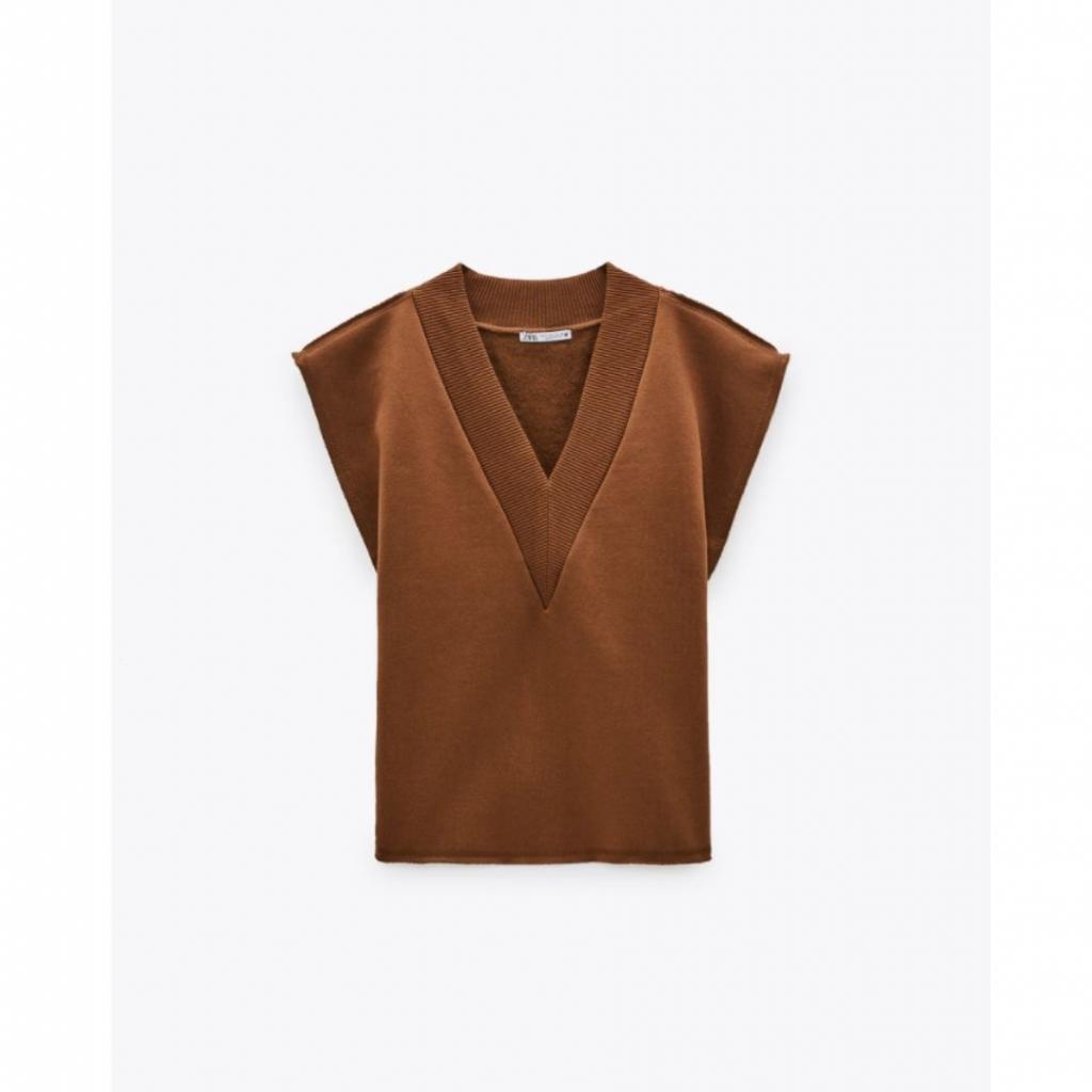 <em>Gilet sans manches en molleton, Zara, 19,95 €.</em>