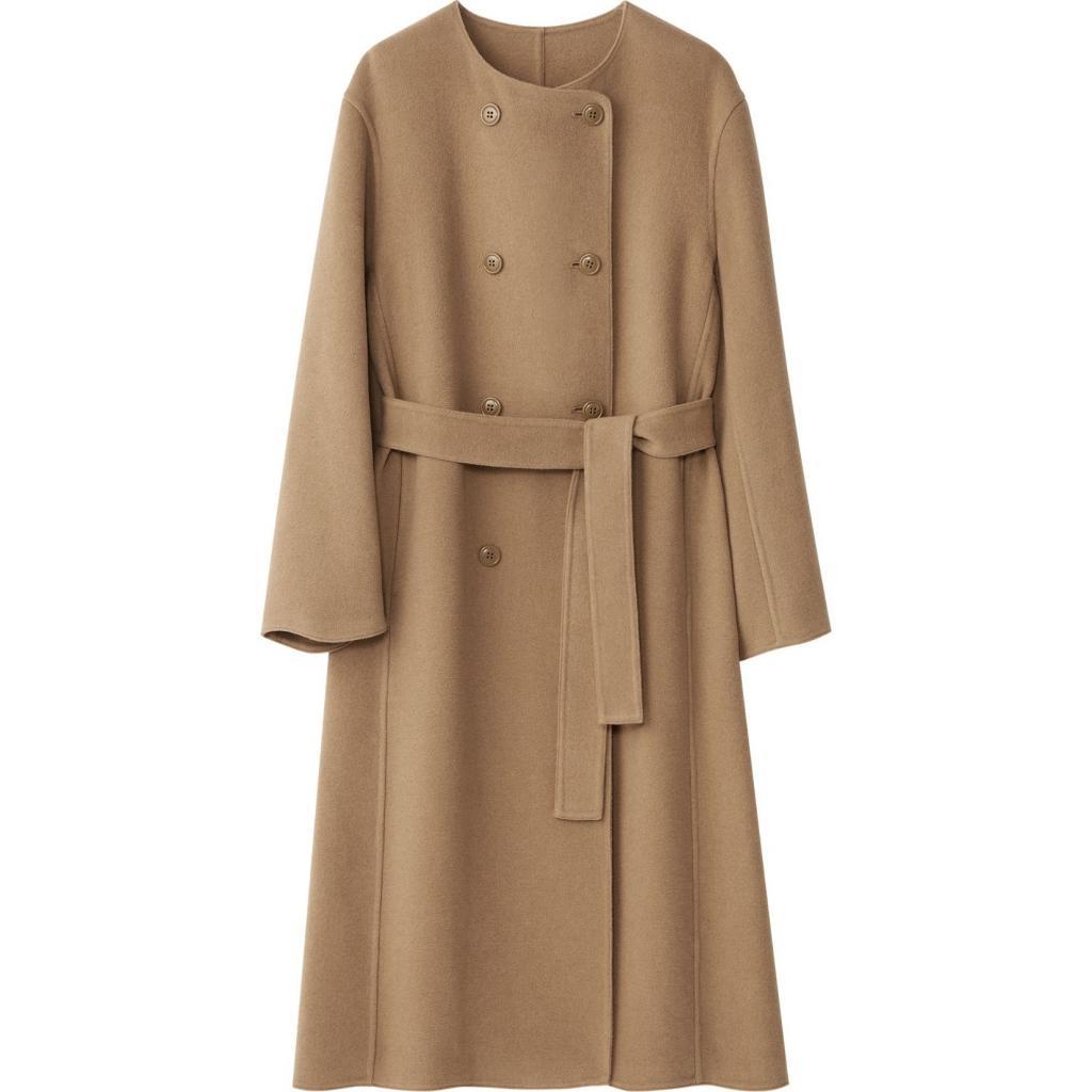 """Manteau pour femme a col rond, Ines de La Fressange X Uniqlo, 149,90 €, <a href=""""https://www.uniqlo.com/eu/en_AT/product/women-ines-de-la-fressange-wool-blend-coat-442908.html?dwvar_442908_color=COL34&amp;dwvar_442908_size=SMA001&amp;cgid=IDouterwear16197&amp;hassubcat=false"""" target=""""_blank"""">à shopper ici.</a>"""