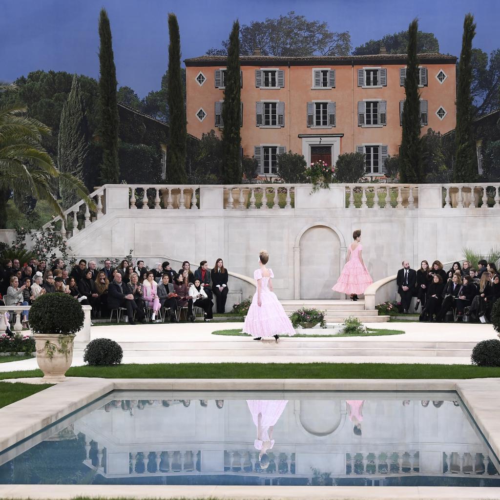 Afin de mettre en avant la collection, la villa Chanel disposée dans le Grand Palais de Paris accueillait mannequins et spectateurs.