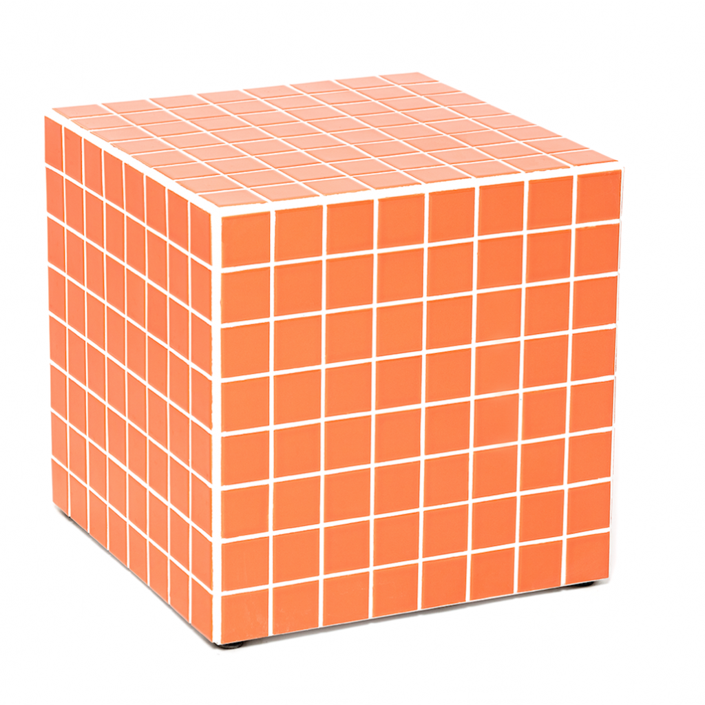 """En bois recouvert de carrelage de 5 x 5 cm, modèle décliné en 10 coloris. Modèle Cube, L x P x H 40 cm. Création Ikon København, 1 059 €. <a href=""""http://www.ikonkobenhavn.com"""">www.ikonkobenhavn.com</a>"""